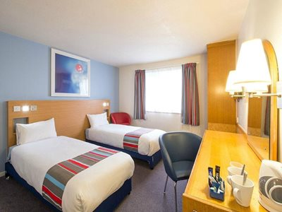 سوانزی-هتل-تراول-اوج-سوانزی-Travelodge-Swansea-M4-335180